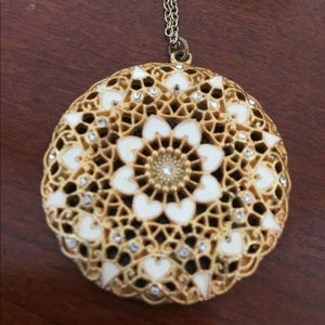 Jewelry - White and gold necklace